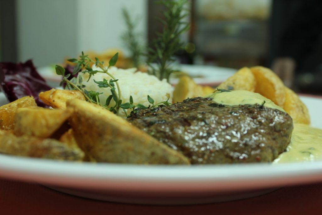 Steak et pommes de terre