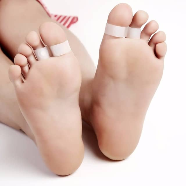 Anneaux magnétiques sur orteil