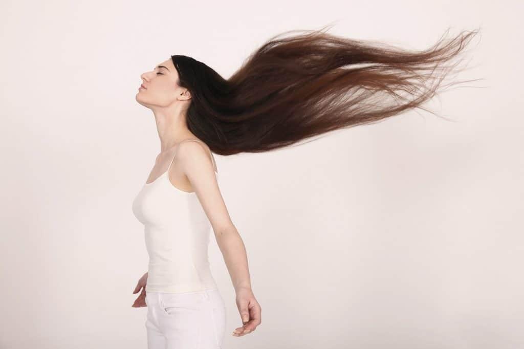 Longue chevelure féminine