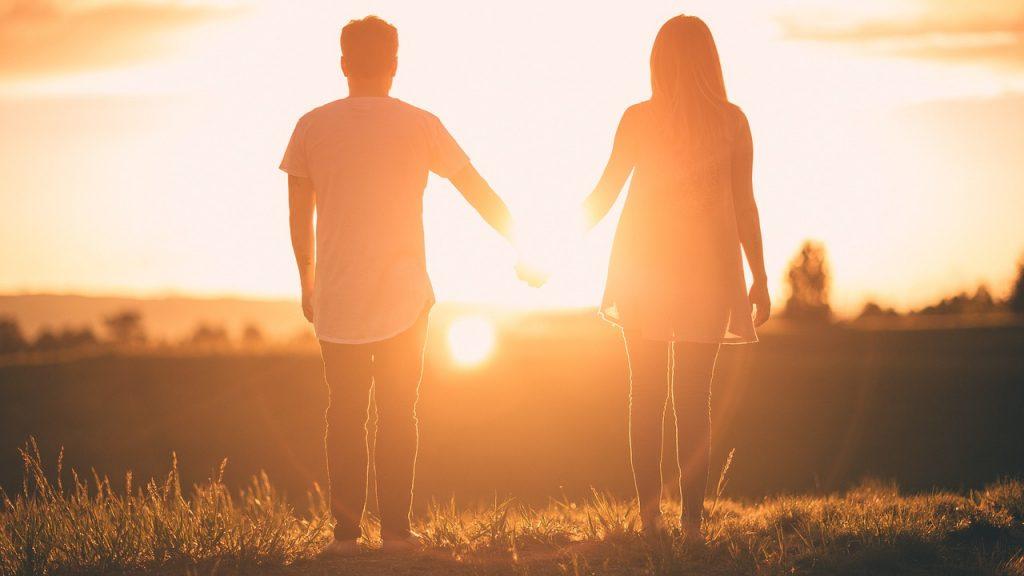 homme et femme sans excès de poids