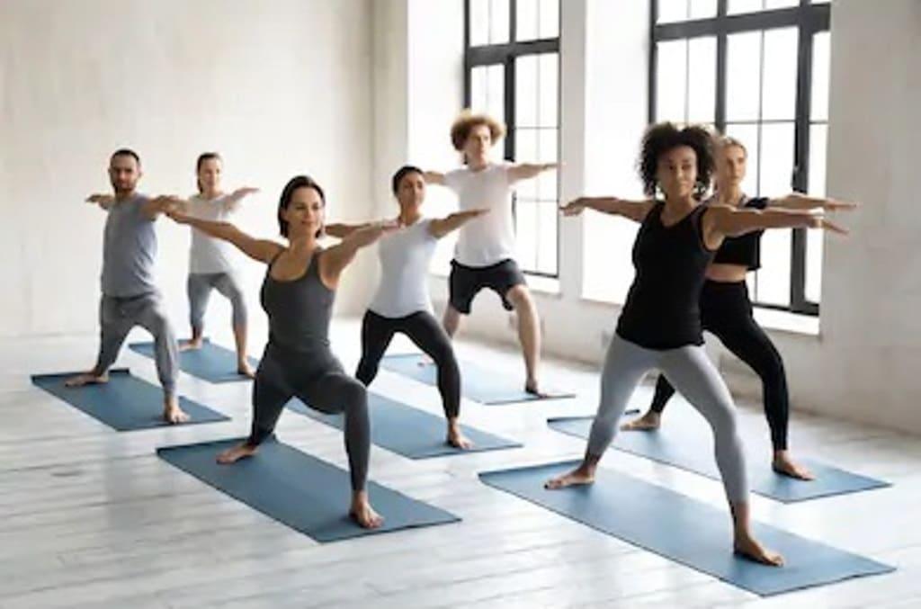 Pose du guerrier au yoga