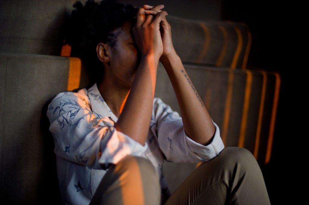 personne ayant des difficultés dans la gestion des émotions