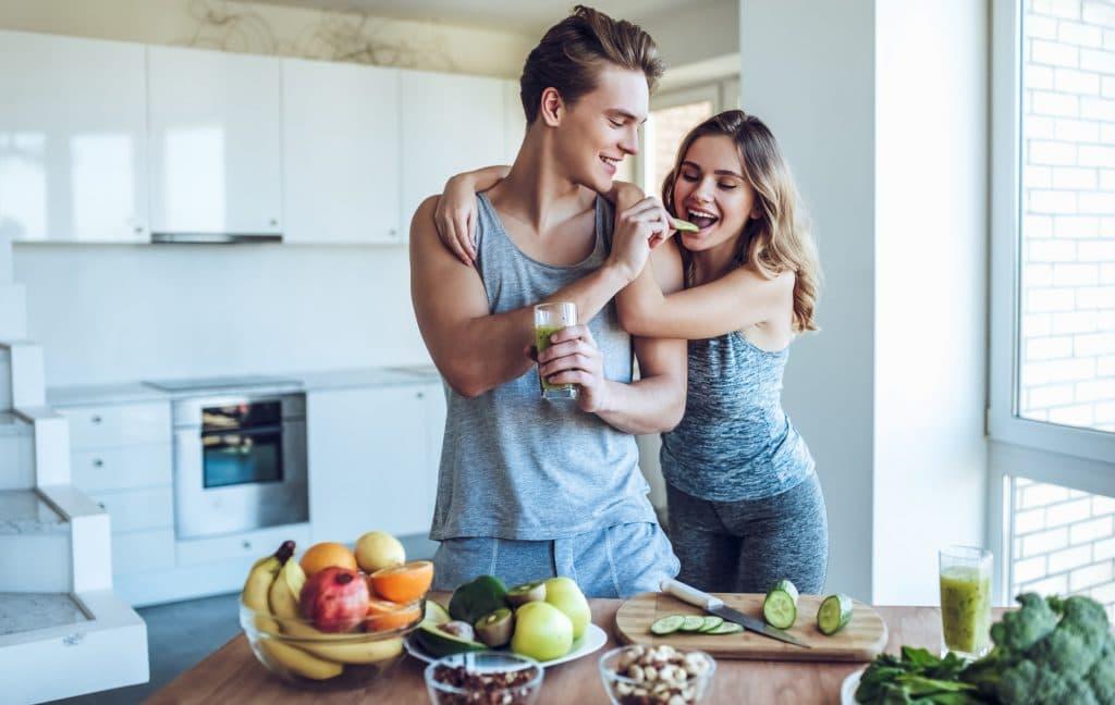 couple sportif avec une alimentation saine