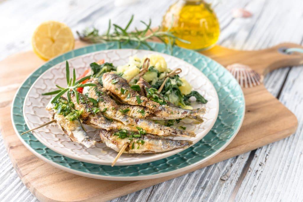 Sardines saines avec pommes de terre et bettes