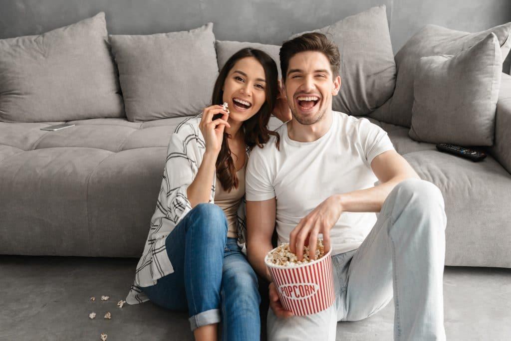 grignoter en couple devant la télé